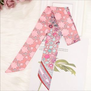 🆕🌸JUST ARRIVED! TWILL FLORAL SCARF🌸